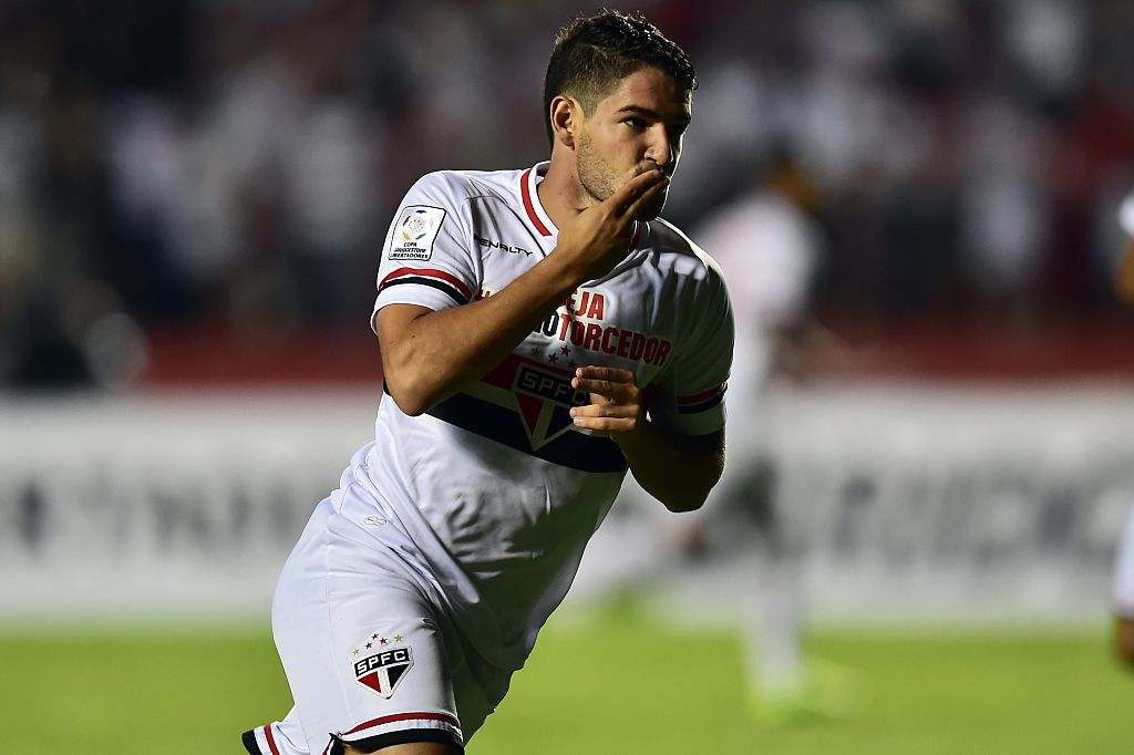 Arsenal aiming to beat Tottenham to Alexandre Pato transfer – report
