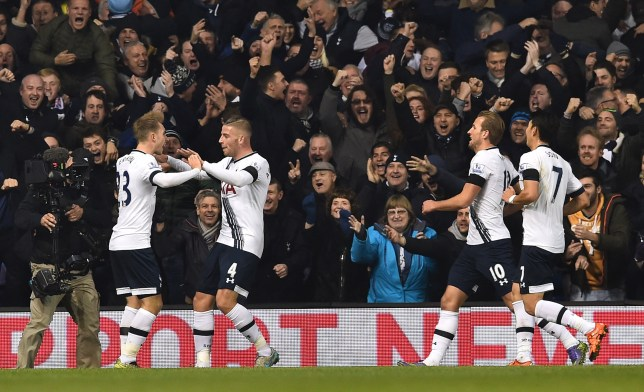 Tottenham Hotspur's Belgian defender Toby Alderweireld (2nd L) celebrates with teammates after scoring their second goal during the English Premier League football match between Tottenham Hotspur and West Ham United at White Hart Lane in north London on November 22, 2015. AFP PHOTO / BEN STANSALL RESTRICTED TO EDITORIAL USE. No use with unauthorized audio, video, data, fixture lists, club/league logos or 'live' services. Online in-match use limited to 75 images, no video emulation. No use in betting, games or single club/league/player publications. (Photo credit should read BEN STANSALL/AFP/Getty Images)