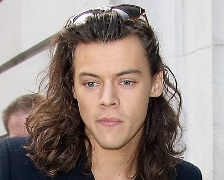 Picture Shows: Harry Styles November 13, 2015 One Direction seen greeting fans outside Radio 2 in London, England, where they were recording a secret interview for Children In Need. Non-Exclusive WORLDWIDE RIGHTS Pictures by : FameFlynet UK © 2015 Tel : +44 (0)20 3551 5049 Email : info@fameflynet.uk.com
