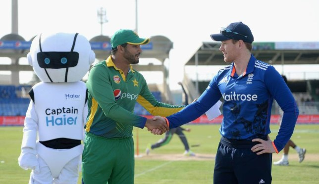 SHARJAH, UNITED ARAB EMIRATES - NOVEMBER 17: Azhar Ali of Pakistan shakes hands with England captain Eoin Morgan ahead of the 3rd One Day International match between Pakistan and England at Sharjah Cricket Stadium on November 17, 2015 in Sharjah, United Arab Emirates. (Photo by Gareth Copley/Getty Images)