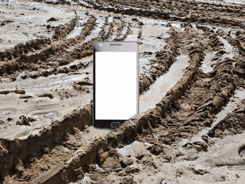 How to charge your mobile phone using mud