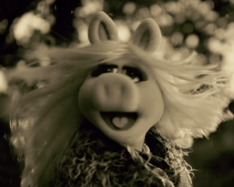 Miss Piggy has covered Adele's Hello to win back Kermit the Frog, and it's brilliant
