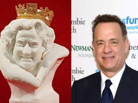 This statue of The Queen looks just like Tom Hanks, apparently…