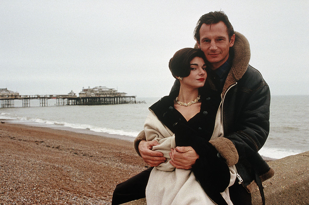 Actress Laura San Giacomo on Brighton beach with Liam Neeson in a publicity still for the thriller 'Under Suspicion', 1991. (Photo by Keith Hamshere/Getty Images)
