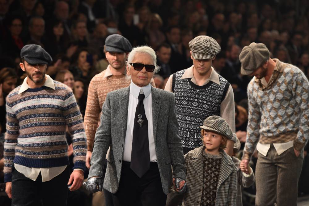 """German designer Karl Lagerfeld (C) walks the runway at the end of the 12th Chanel Metiers dArt show """"Paris-Rome"""", an annual event to honor craftsmanship that artisan partners bring to the houses collections, on December 1, 2015 at the Cinecitta studios in Rome. / AFP / GABRIEL BOUYS (Photo credit should read GABRIEL BOUYS/AFP/Getty Images)"""