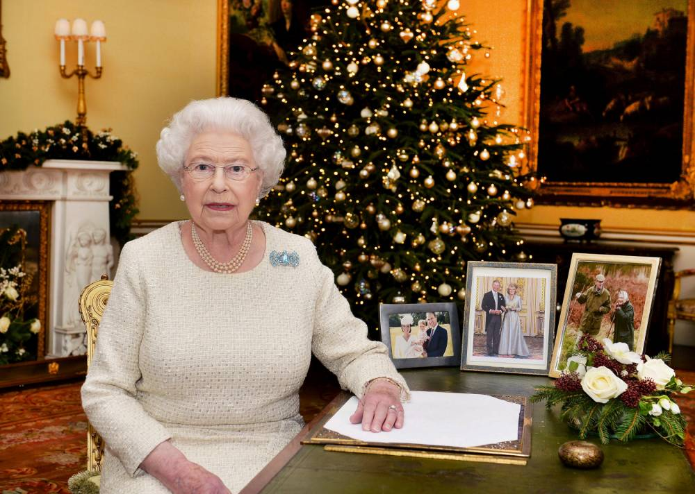 Britain's Queen Elizabeth sits at a desk in the 18th Century Room at Buckingham Palace, London, after recording her Christmas Day broadcast to the Commonwealth, in London, in this pool picture released December 25, 2015. REUTERS/John Stillwell/Pool