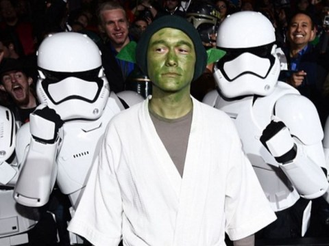 Joseph Gordon-Levitt dressed up as Yoda at the Star Wars: The Force Awakens premiere