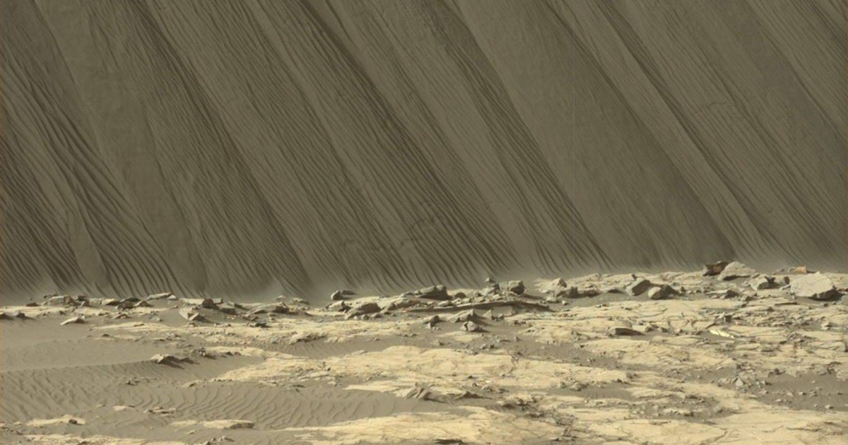 NASA releases amazing close-up photos of sand dunes on Mars