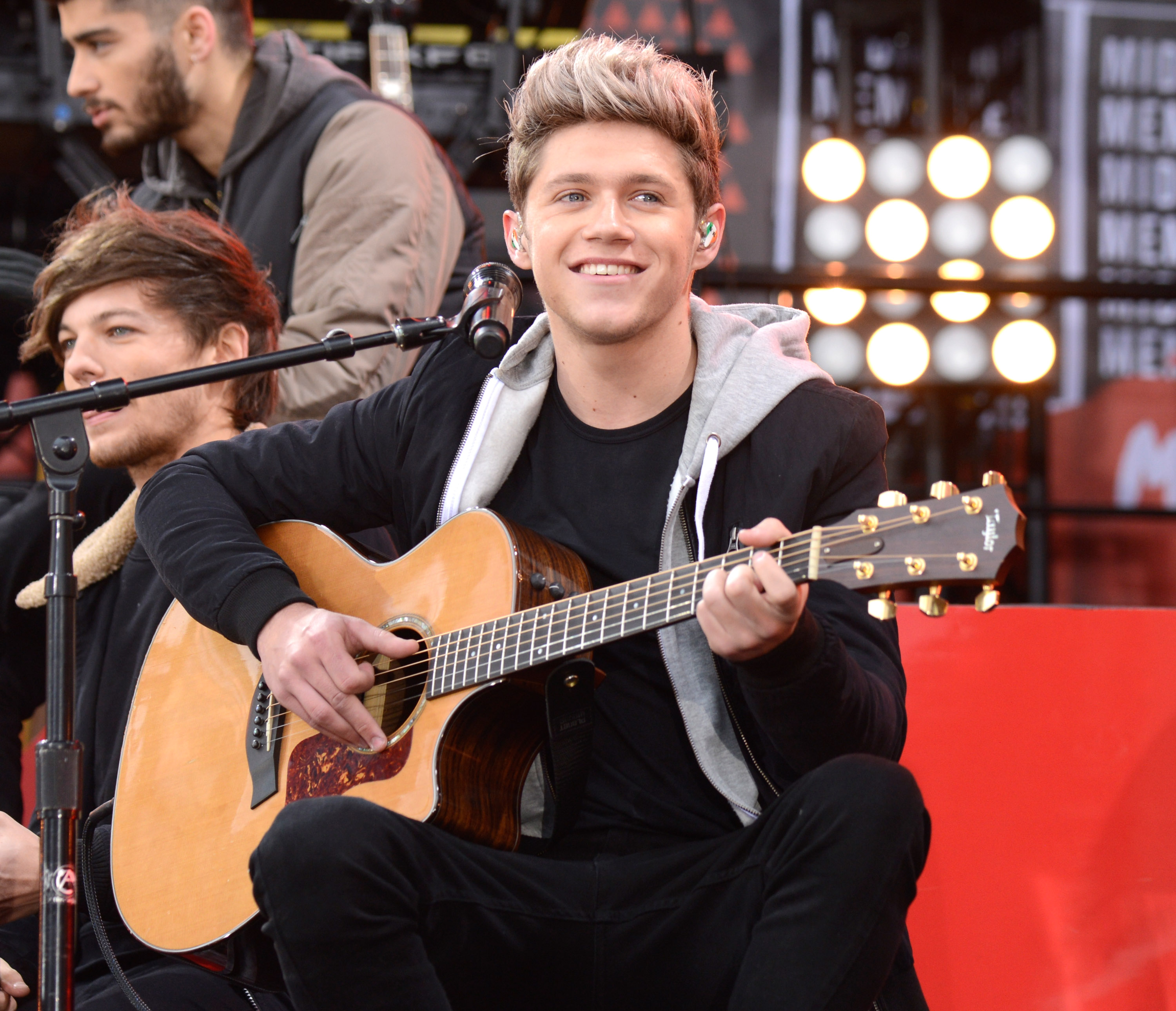 Niall Horan signs solo album deal but snubs Simon Cowell's record label