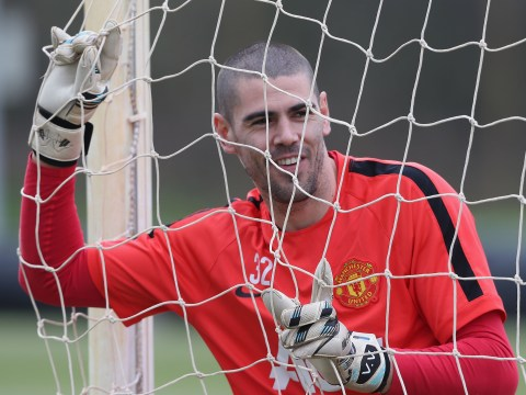 Manchester United will pay Victor Valdes' wages in full during Standard Liege loan – report