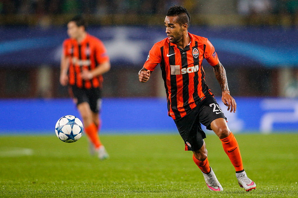 Liverpool will wait until deadline day to force through Alex Teixeira transfer, claims John Barnes