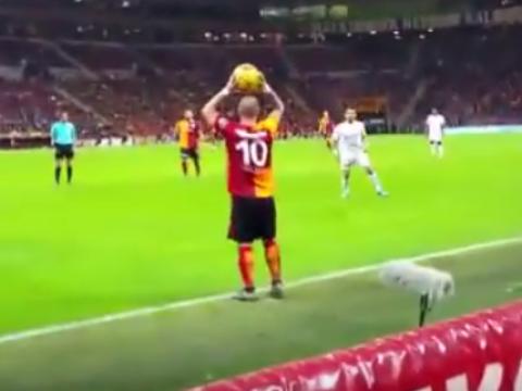 Watch: Wesley Sneijder takes Galatasaray fan's advice on a throw-in