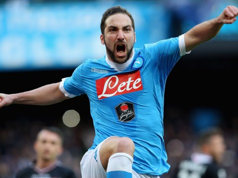 Chelsea transfer target Gonzalo Higuain delaying Napoli contract talks