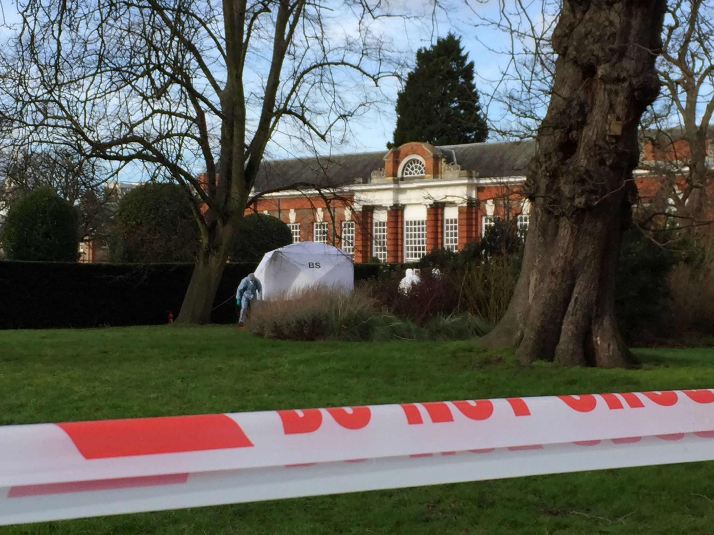 Man sets himself on fire and dies yards from Kensington Palace Photo by Steve Legere
