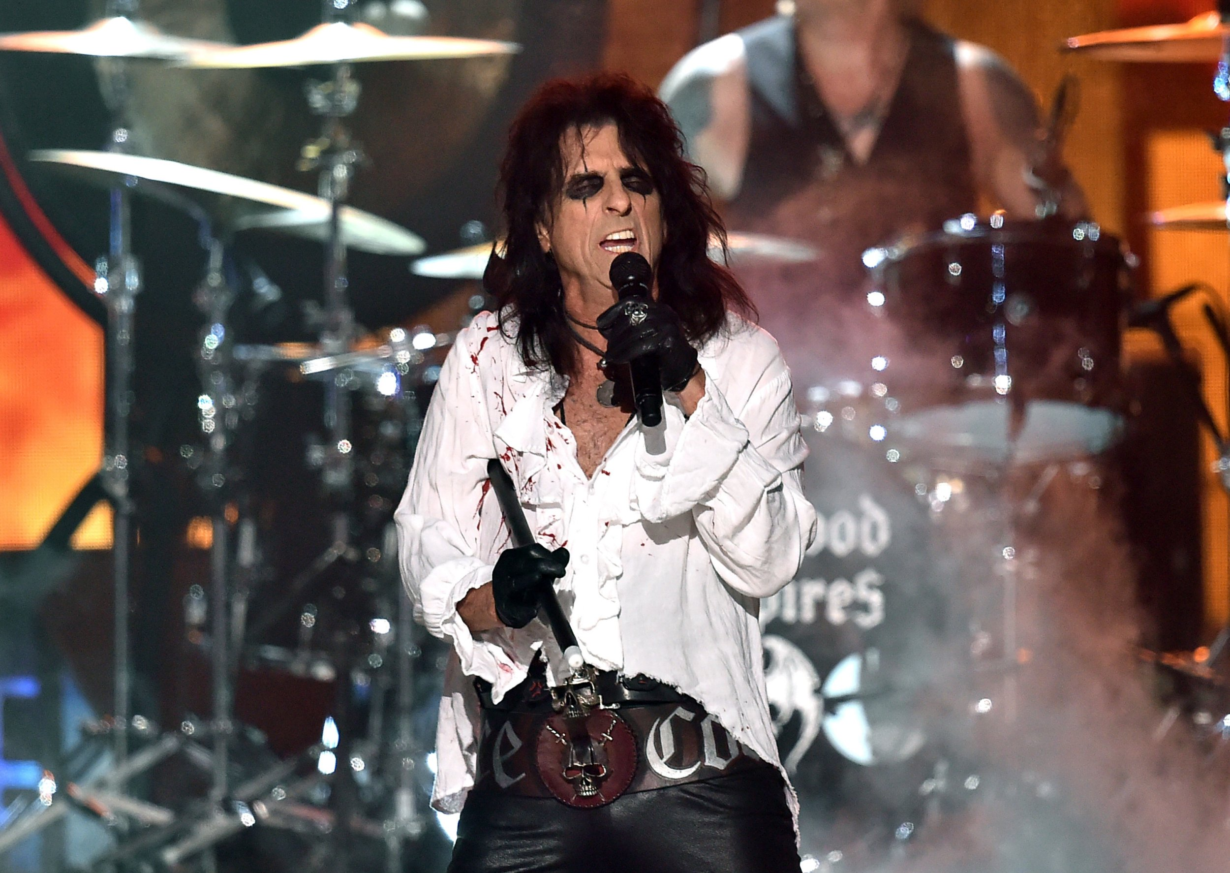 Alice Cooper is heading on an arena tour in 2017
