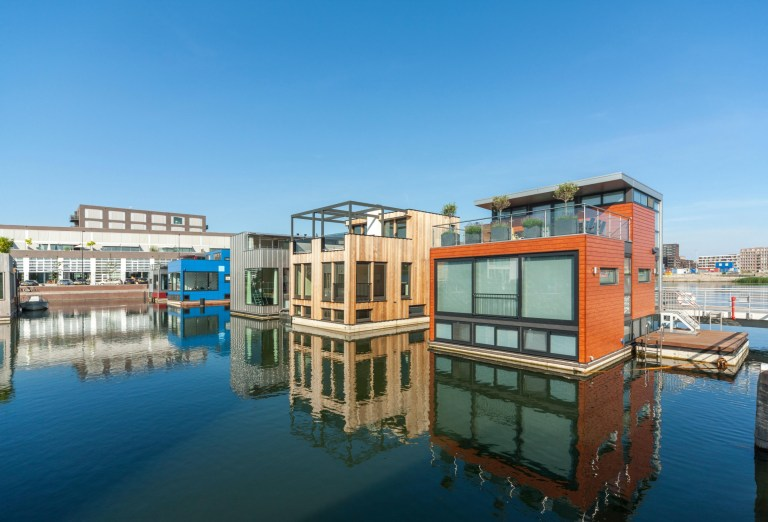 Astounding 23 Incredible Chilled Out Floating Houses And Houseboats In Download Free Architecture Designs Intelgarnamadebymaigaardcom