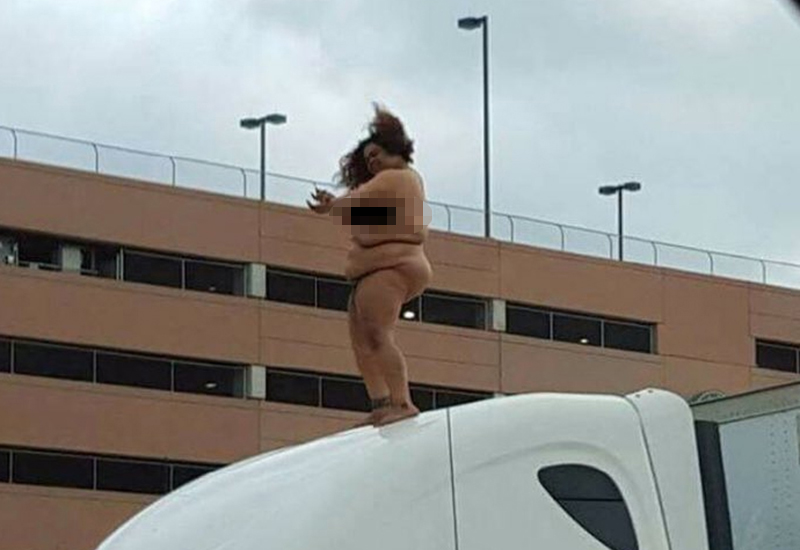Naked woman dances on roof of lorry causing two-hour gridlock