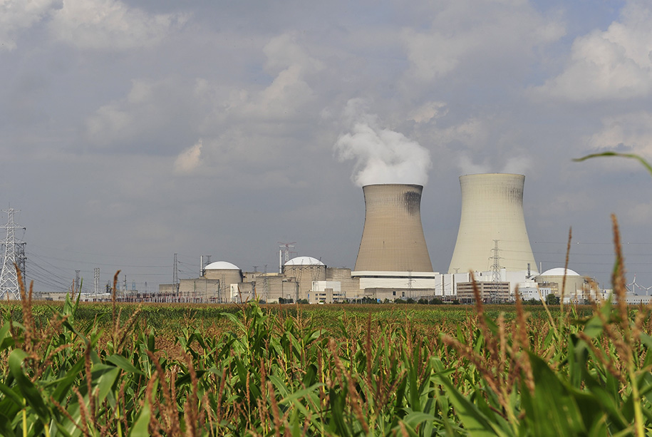 Brussels bombers planned to attack nuclear power station 23 Mar 2016, Brussels, Belgium --- (160322) -- BRUSSELS, March 22, 2016 (Xinhua) -- Photo taken on Aug. 24, 2012 shows Doel nuclear plant in Antwerp, Belgium. Staff not essential of nuclear plants in Doel and Tihange of Belgium have been sent home by the request of Belgian government as a precautionary measure after the terror threat level across the country was increased to the maximum level 4 on Tuesday morning.(Xinhua/Ye Pingfan) --- Image by © Ye Pingfan/Xinhua Press/Corbis