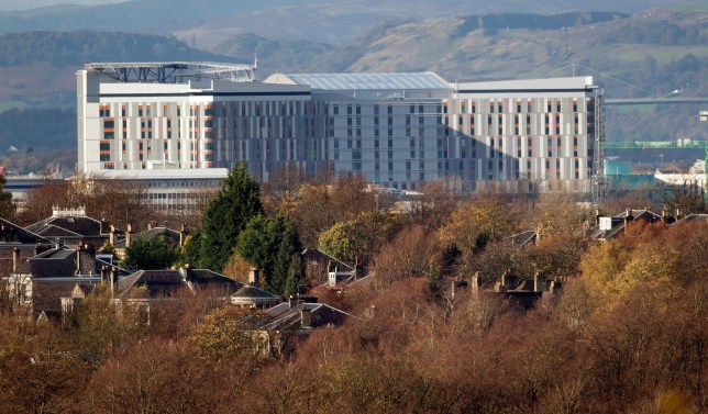 Sewage leak at brain surgery unit. F6BHY4 Glasgow, Scotland, UK. 13th November, 2015. Snow covers the hills above the new Queen Elizabeth University Hospital in Glasgow .