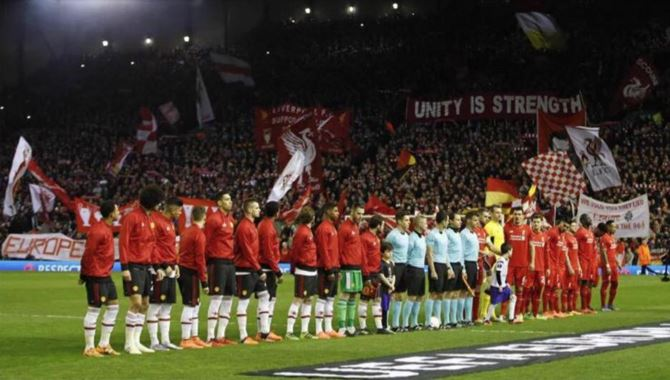 Manchester United players pictured glancing at Kop before Liverpool defeat