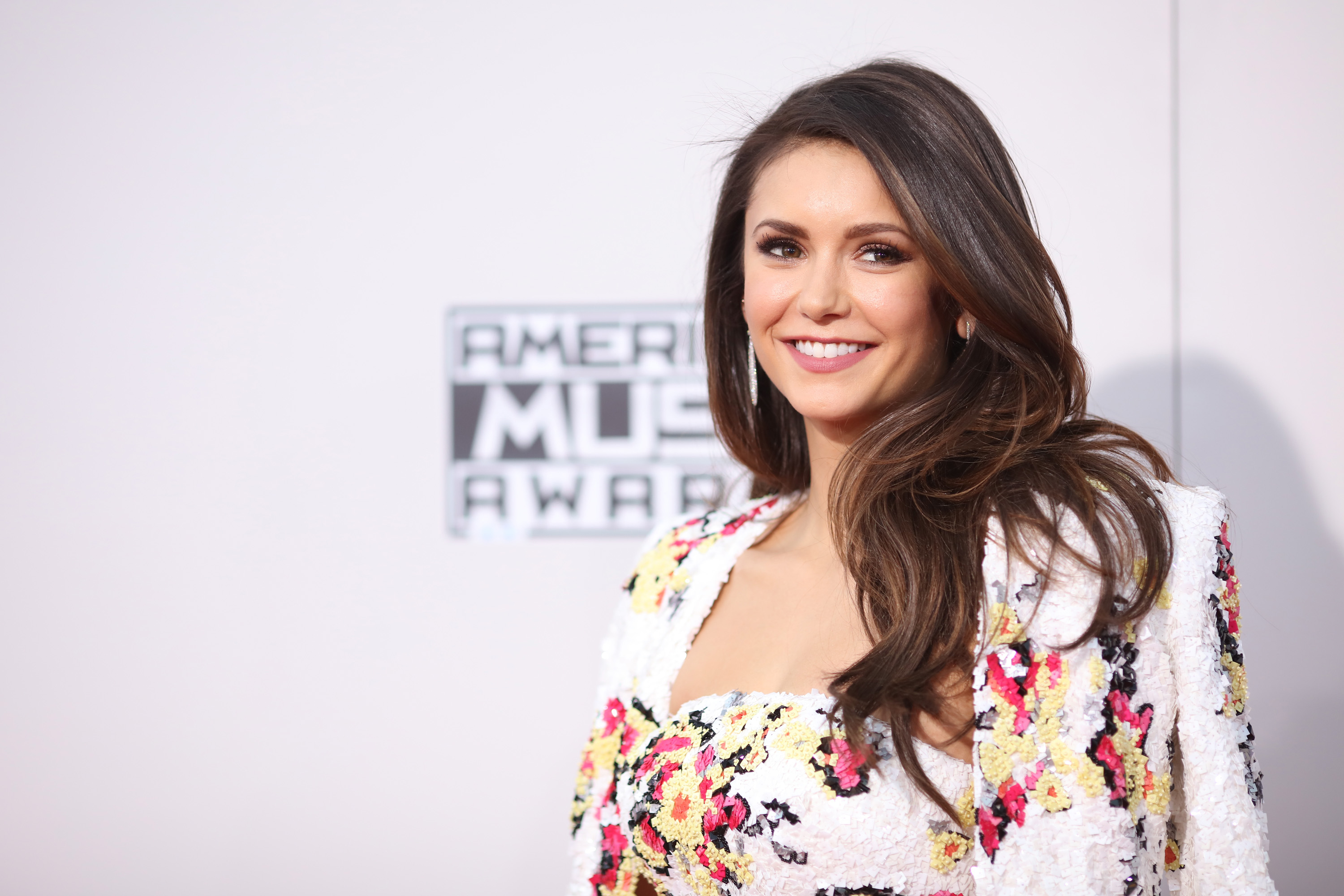 Is Nina Dobrev starring in a remake of Julia Roberts cult classic Flatliners?