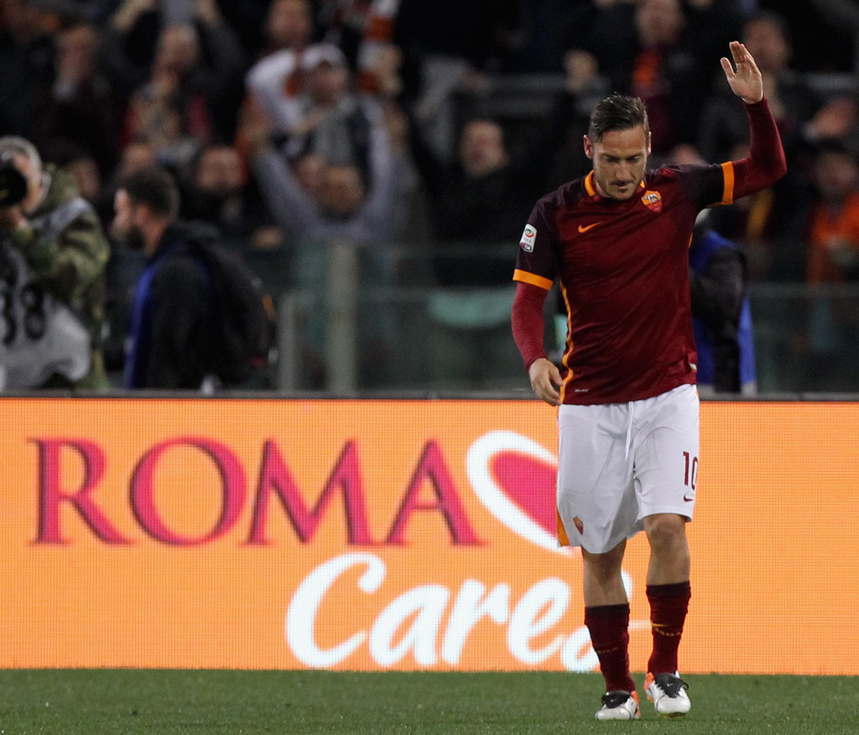 Francesco Totti transfer links to Leicester City just 'speculation', says Claudio Ranieri