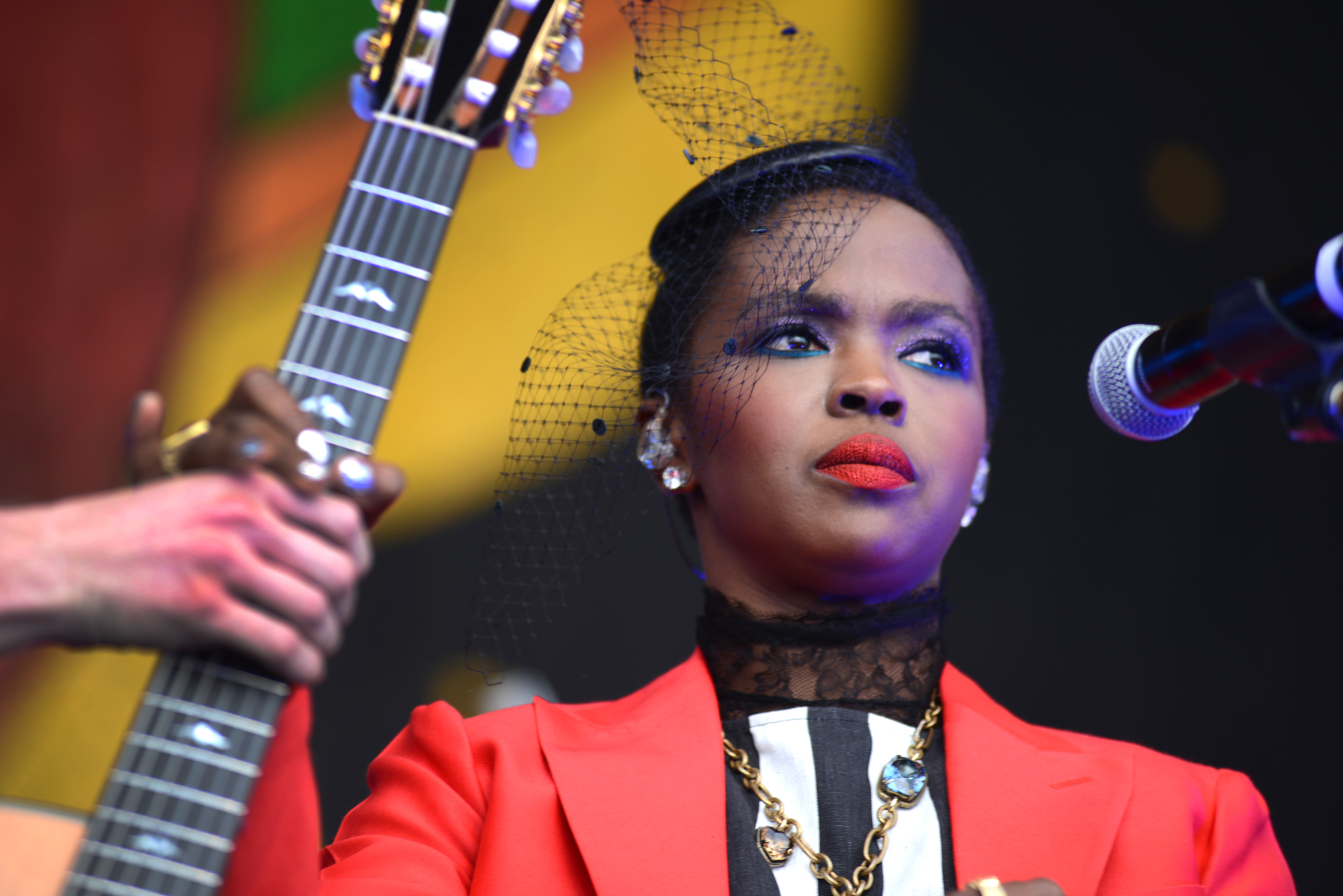 Lauryn Hill gives fans feeble excuse for arriving two hours late to show