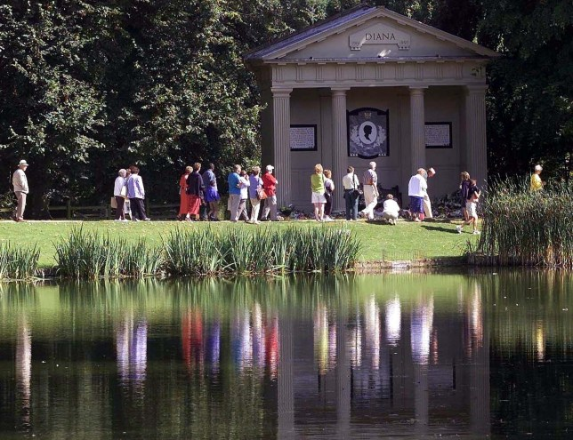 People pay their respects at the memorial to Diana, Princess of Wales at Altrhorp House in Northamptonshire, August 30, 2000. Tomorrow marks the third anniversary of the death of The Princess of Wales and her companion Dodi Al Fayed in a car accident in Paris... .. IH/PS - RTR7Q8I