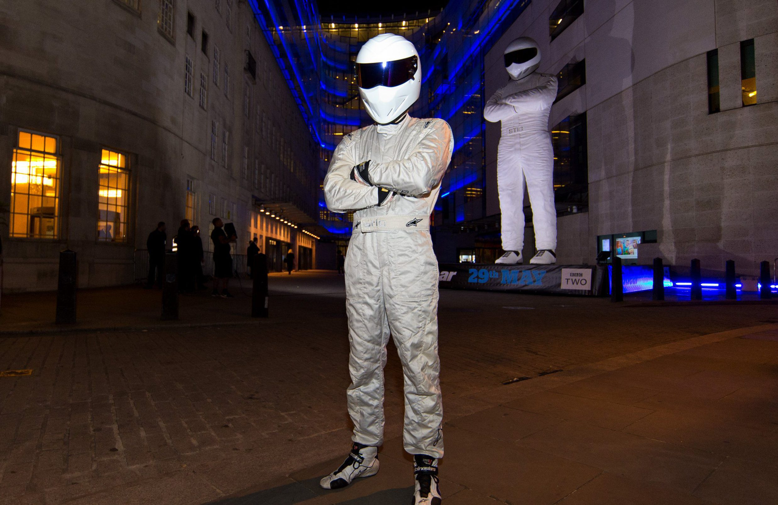 LONDON, ENGLAND - MAY 17: The Stig poses next to a giant statue of The Stig during a photocall to advertise the new series of the BBC's Top Gear programme at BBC Broadcasting House on May 17, 2016 in London, England. Photo by Ben A. Pruchnie/Getty Images).