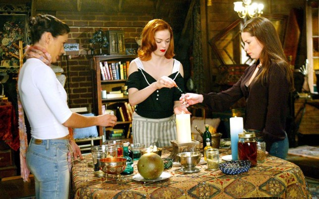 No Merchandising. Editorial Use Only Mandatory Credit: Photo by REX/Shutterstock (402633d) HOLLY MARIE COMBS, ROSE MCGOWAN AND ALYSSA MILANO 'CHARMED' TV SERIES STILLS