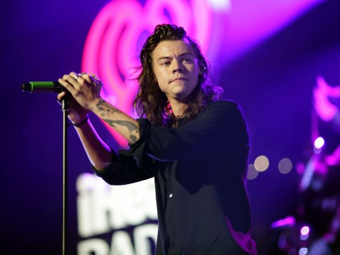Harry Styles shows off short hair on Snapchat
