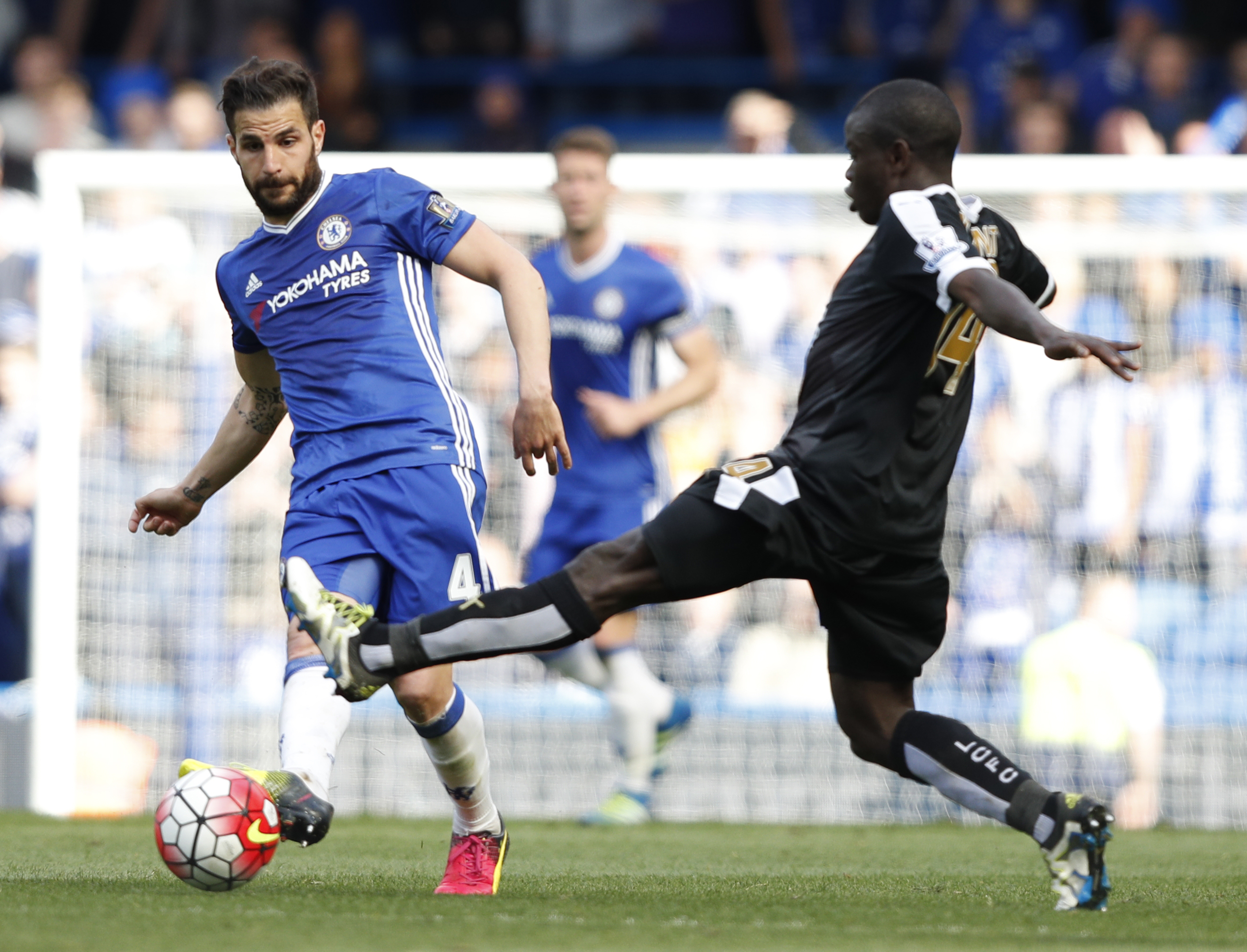 Chelsea's Spanish midfielder Cesc Fabregas (L) vies with Leicester City's French midfielder N'Golo Kante during the English Premier League football match between Chelsea and Leicester City at Stamford Bridge in London on May 15, 2016. / AFP / ADRIAN DENNIS / RESTRICTED TO EDITORIAL USE. No use with unauthorized audio, video, data, fixture lists, club/league logos or 'live' services. Online in-match use limited to 75 images, no video emulation. No use in betting, games or single club/league/player publications. / (Photo credit should read ADRIAN DENNIS/AFP/Getty Images)