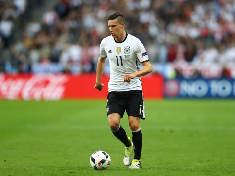 Manchester United are considering a transfer move for VfL Wolfsburg and Germany midfielder Julian Draxler