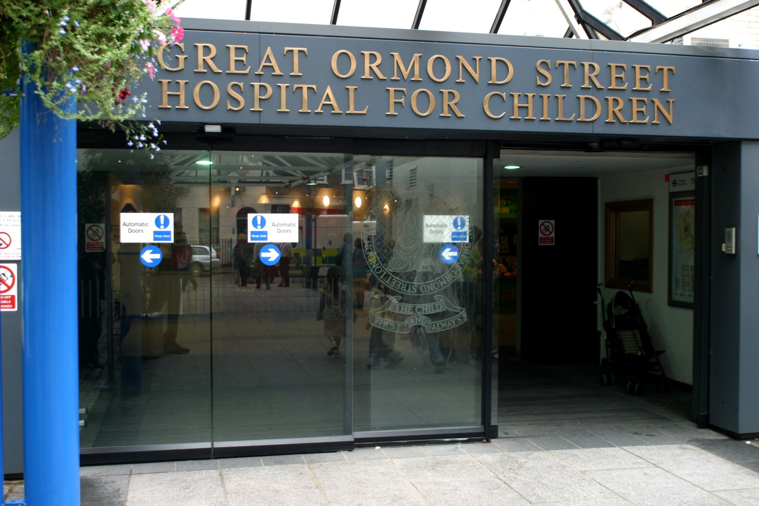AM86WJ The entrance Great Ormond Street Hospital for Children London England