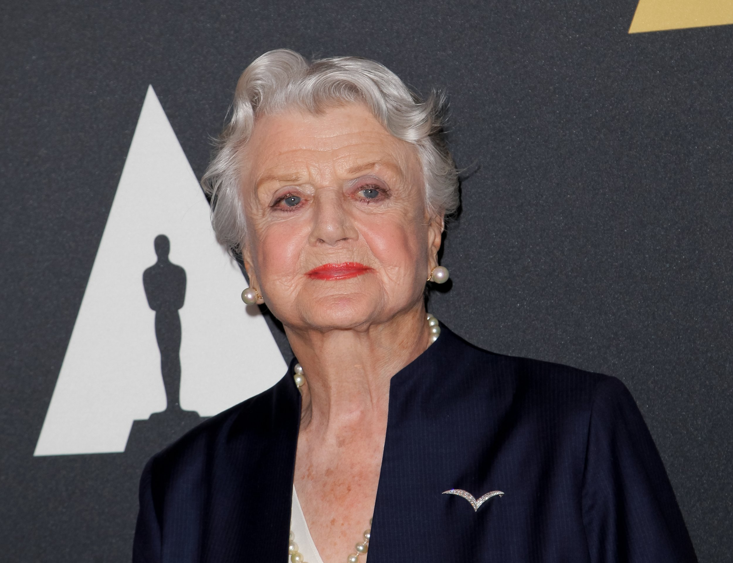 Angela Lansbury, 90, is sticking her fingers up to old age and heading back to Broadway