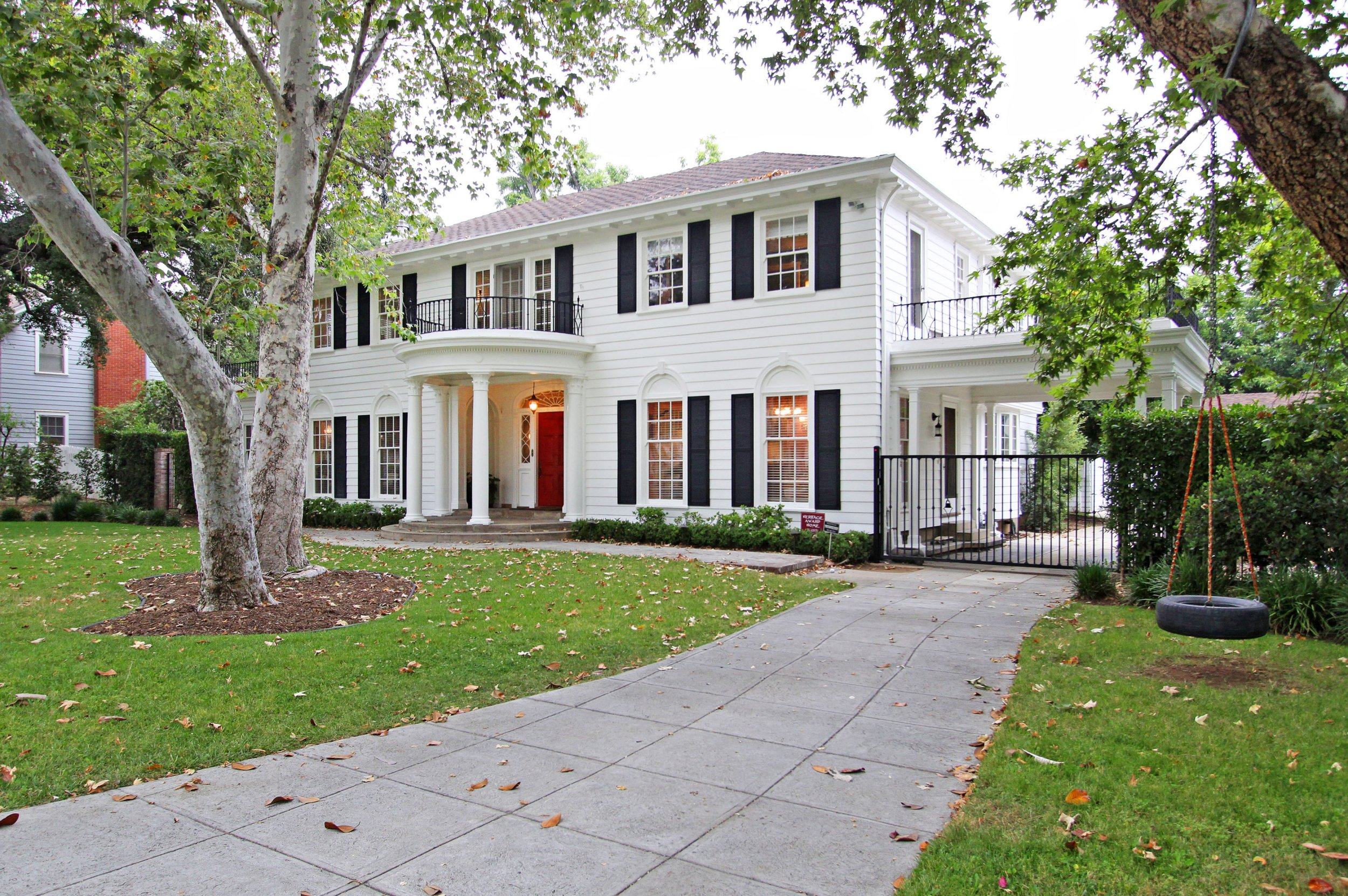 PIC BY SARA LAUDER / CATERS NEWS - (PICTURED: Front ) - The beautiful colonial home featured in hit 90s flick Father of the Bride starring Steve Martin and Diane Keaton is on sale for .99M (1.4M). Movie buffs will recognise the back garden from wedding scenes in the film, as well as the side yard where George Banks plays basketball with his daughter on the eve of the wedding. The stunning home in Los Angeles, California, was also used in Guess Whos Coming For Dinner with Ashton Kutcher and Zoe Saldana. Totalling 4,397 square feet, the property has four bedrooms and four bathrooms and a 90 bottle wine fridge. SEE CATERS COPY