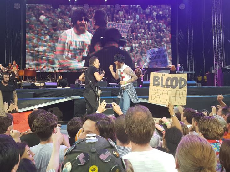 Bruce Springsteen danced with a dude dressed like Courteney Cox to Dancing In The Dark and it was epic
