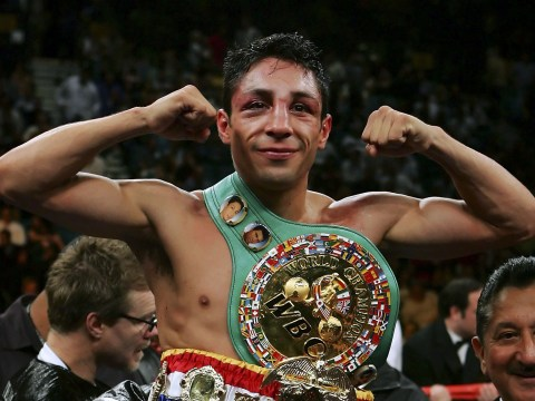 Former world champion Israel Vazquez forced to have right eye removed