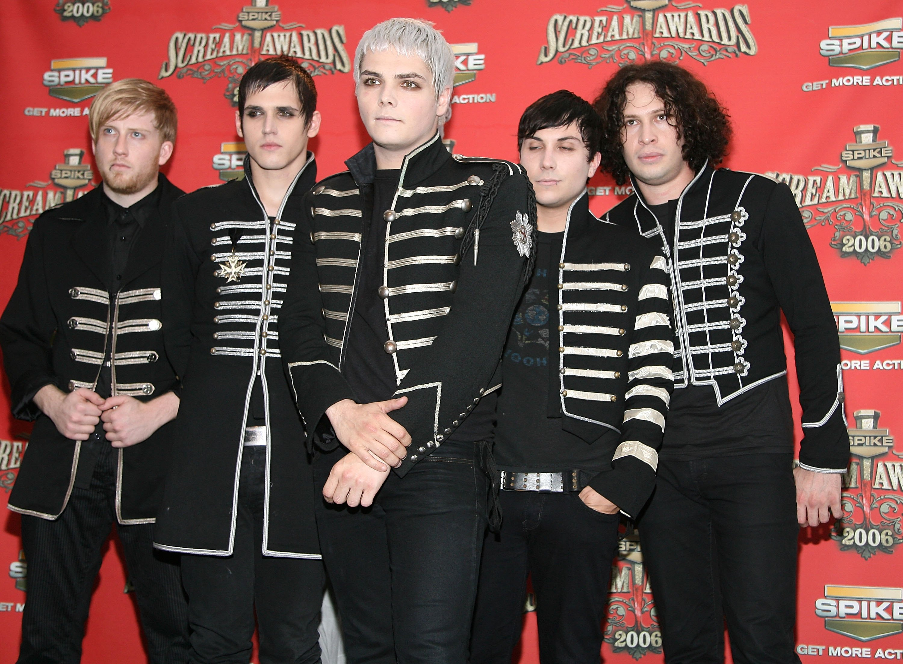 """LOS ANGELES, CA - OCTOBER 07: The band My Chemical Romance pose in the press room for Spike TV's """"Scream Awards 2006"""" at the Pantages Theatre on October 7, 2006 in Los Angeles, California. (Photo by Michael Buckner/Getty Images)"""