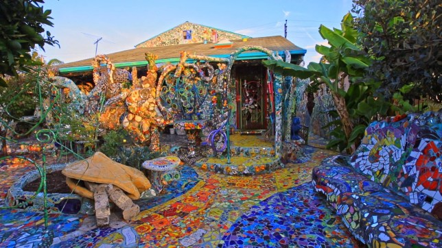 My Uncle spent thousands of hours turning his house into a mosaic. Thought you guys might enjoy his effort. http://imgur.com/a/fse4M https://vimeo.com/173579944 Nik Kleverov