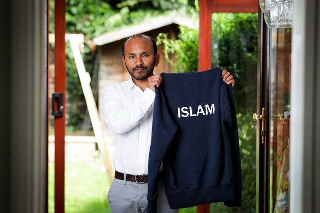 Man asked to remove Islam hoodie in pub