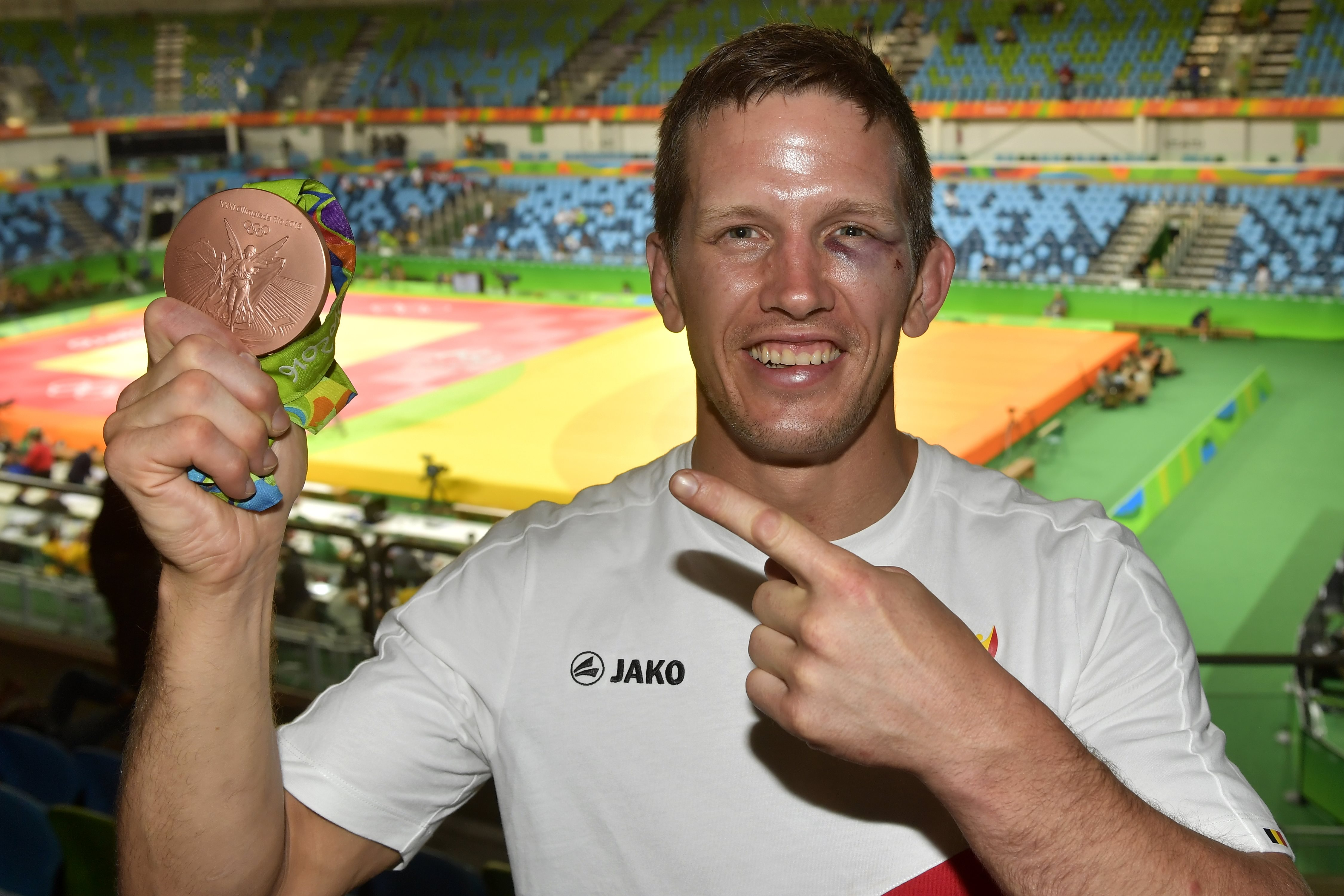 Judo Olympic bronze medalist gets in a fight with a hotel receptionist….who is a jujitsu expert
