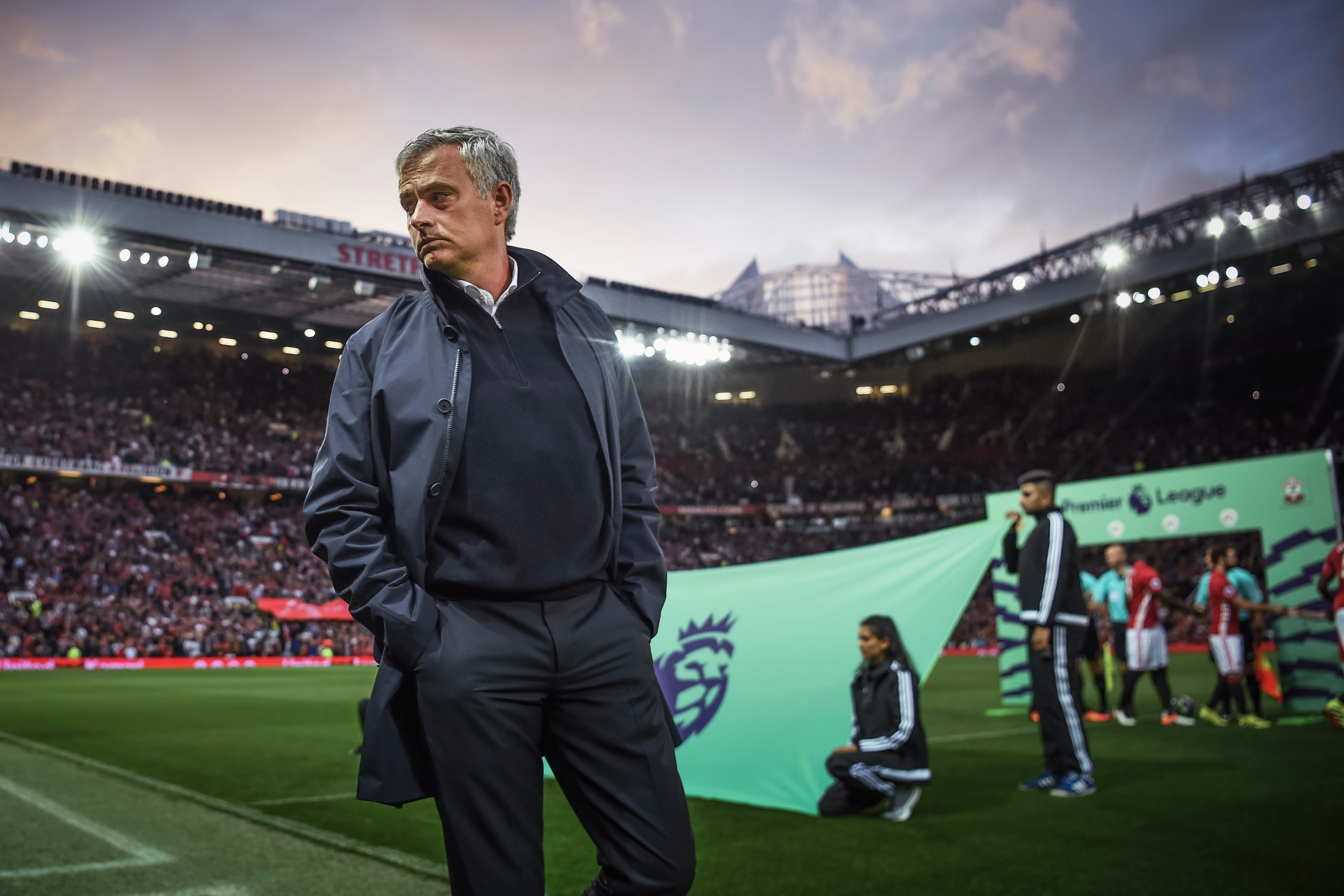 Jose Mourinho tells Manchester United squad to believe they can win the Premier League