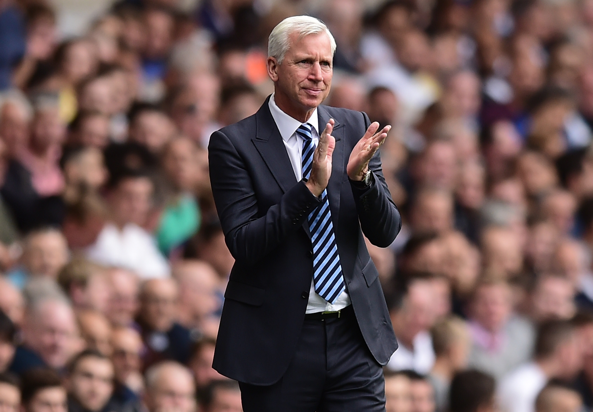 LONDON, ENGLAND - AUGUST 20: Alan Pardew, manager of Crystal Palace, looks on during the Premier League match between Tottenham Hotspur and Crystal Palace at White Hart Lane on August 20, 2016 in London, England. (Photo by Alex Broadway/Getty Images)
