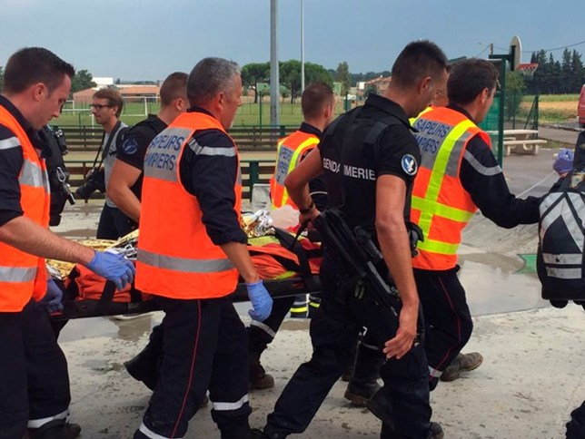 French firemen evacuate an injured passenger after a regional TER train rammed into a fallen tree in Saint-Aunes, France, east of Montpellier, August 17, 2016. More than 200 passengers were aboard the intercity train when it hit the tree, which had fallen across the track during a heavy hail storm. MANDATORY CREDIT. France Bleu Herault/Aubert Naturel/Handout via REUTERS ATTENTION EDITORS - THIS IMAGE WAS PROVIDED BY A THIRD PARTY. EDITORIAL USE ONLY. NO RESALES. NO ARCHIVE. MANDATORY CREDIT. TPX IMAGES OF THE DAY