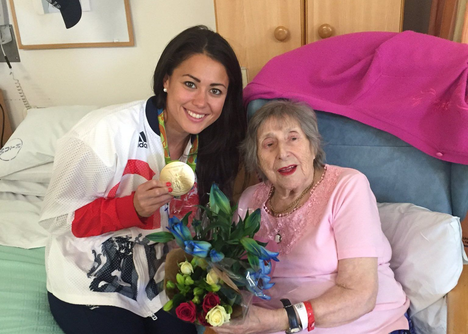 Olympic gold medallist cries during emotional reunion with ill nan
