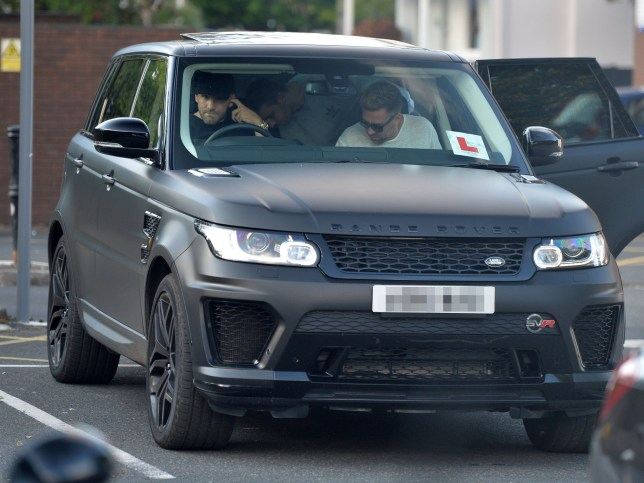 Range Rover Matte Black >> Manchester United News Luke Shaw Is Learning To Drive In Matte