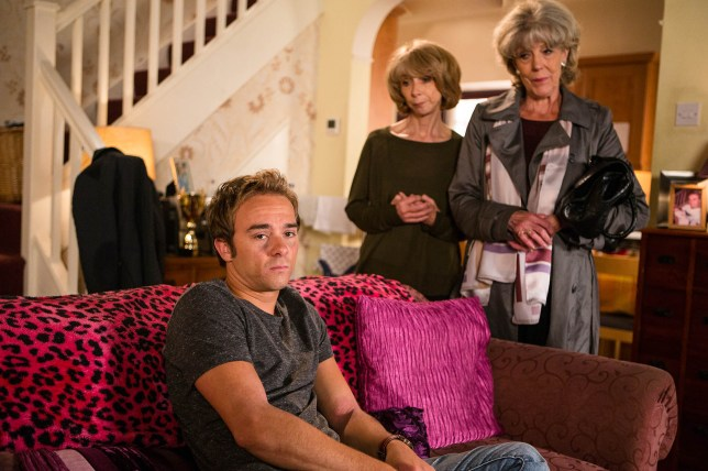 FROM ITV STRICT EMBARGO - NO USE BEFORE TUESDAY 20 SEPTEMBER 2016                                         Coronation Street - Ep 9001 Thursday 29 September 2016 Gail McIntyre HELEN WORTH and Audrey Roberts SUE NICHOLS are curious about David Platt's JACK P SHEPHERD constantly beeping phone and decide to check it, but are left gobsmacked by what they find.  Picture contact: david.crook@itv.com on 0161 952 6214 Photographer - Mark Bruce This photograph is (C) ITV Plc and can only be reproduced for editorial purposes directly in connection with the programme or event mentioned above, or ITV plc. Once made available by ITV plc Picture Desk, this photograph can be reproduced once only up until the transmission TX date and no reproduction fee will be charged. Any subsequent usage may incur a fee. This photograph must not be manipulated excluding basic cropping in a manner which alters the visual appearance of the person photographed deemed detrimental or inappropriate by ITV plc Picture Desk. This photograph must not be syndicated to any other company, publication or website, or permanently archived, without the express written permission of ITV Plc Picture Desk. Full Terms and conditions are available on the website www.itvpictures.com