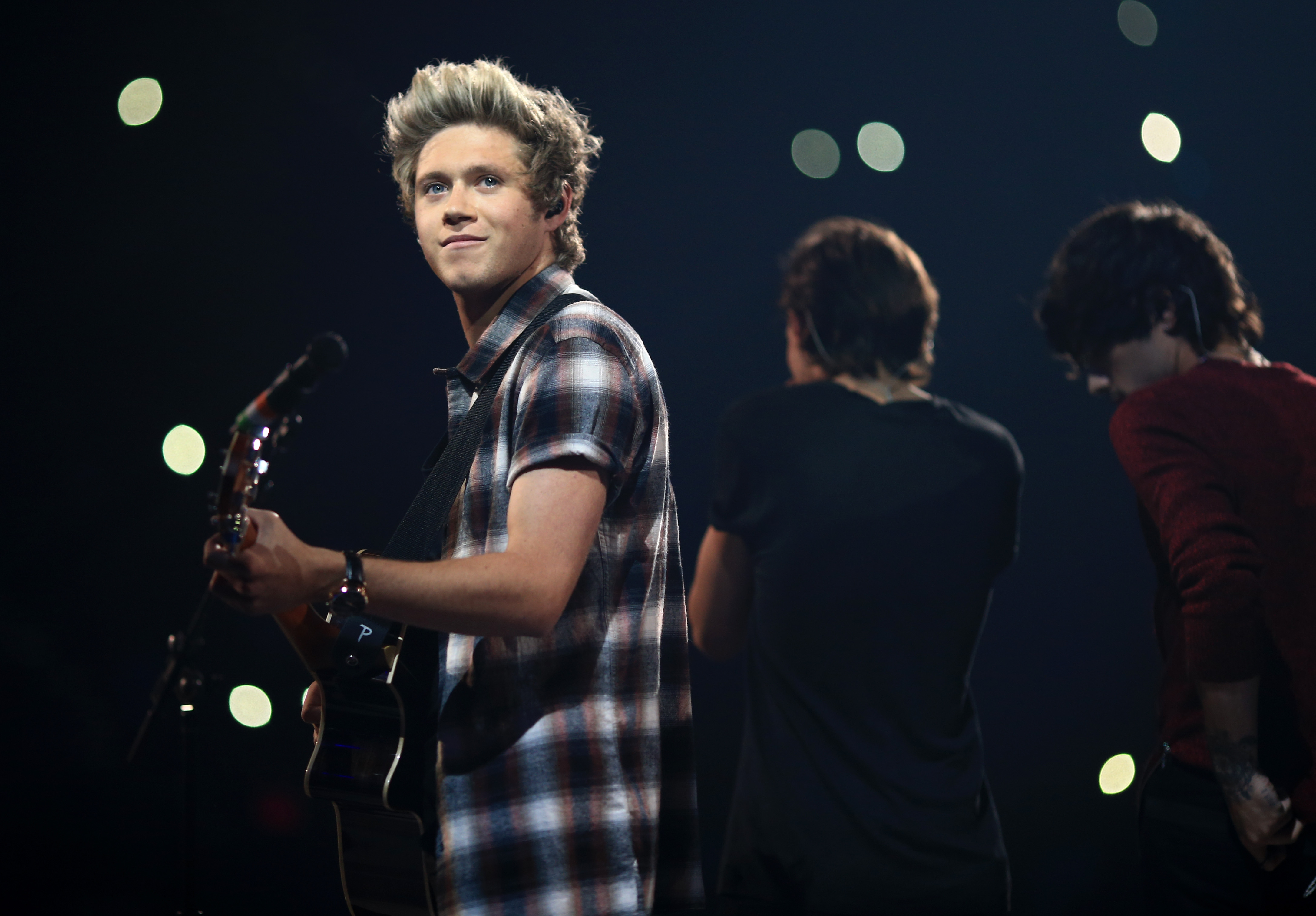 Awkward moment Niall Horan is told 'no one really cares' about him by fan on radio show