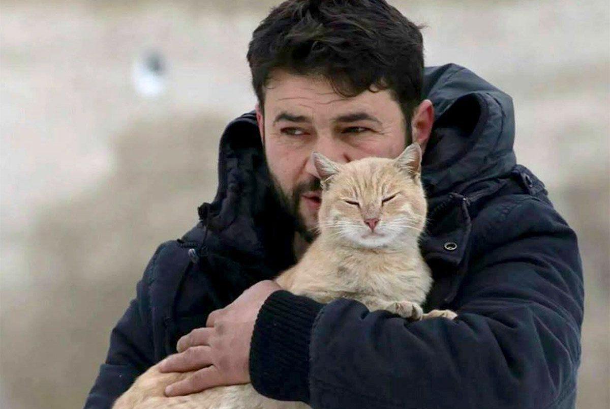 Cat man of Aleppo taken from: https://www.facebook.com/photo.php?fbid=1581804352137193&set=ecnf.100009229294674&type=3&theater credit: Mohammad Alaa Aljaleel/Facebook